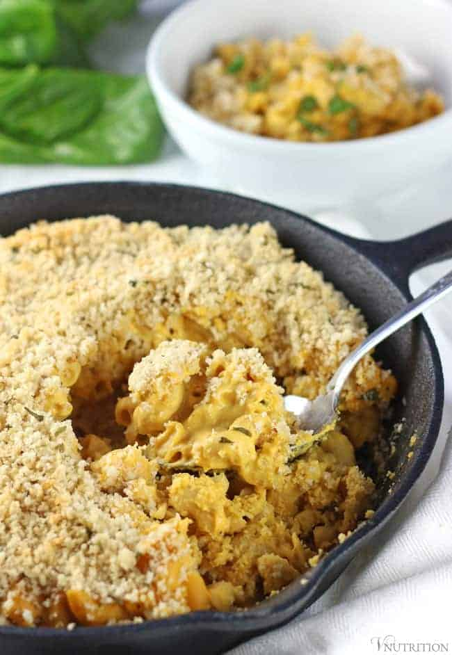 Vegan Pumpkin Mac and Cheese in a cast iron skillet