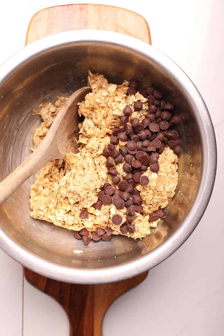 Cookie dough batter with chocolate chips