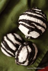 Vegan Coconut Macaroons (Refined Sugar Free!)