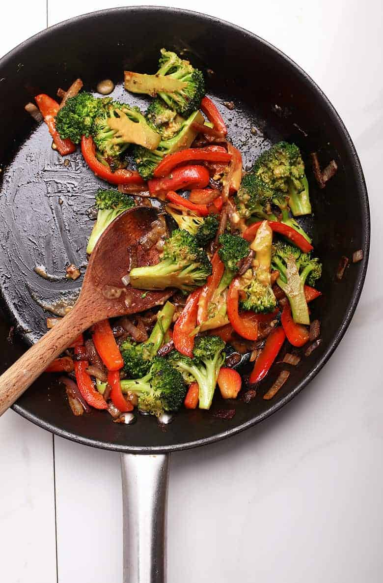 Stir-fried broccoli and bell peppers