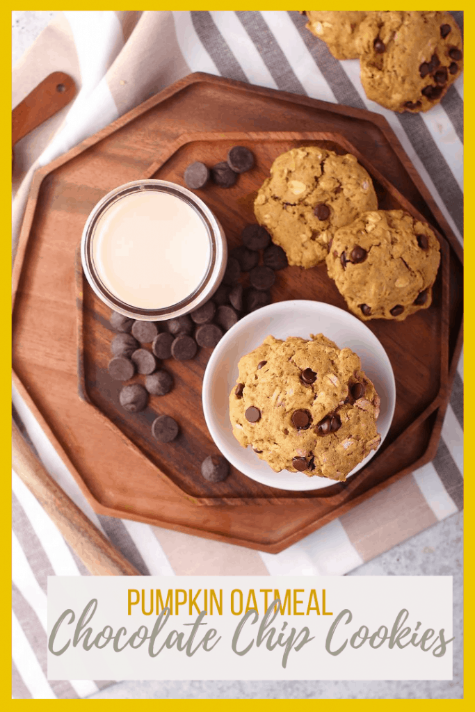 A fall classic: sweet and soft pumpkin chocolate chip cookies with oatmeal flavored with autumn spices and dark chocolate chunks for a sweet treat everyone will enjoy.