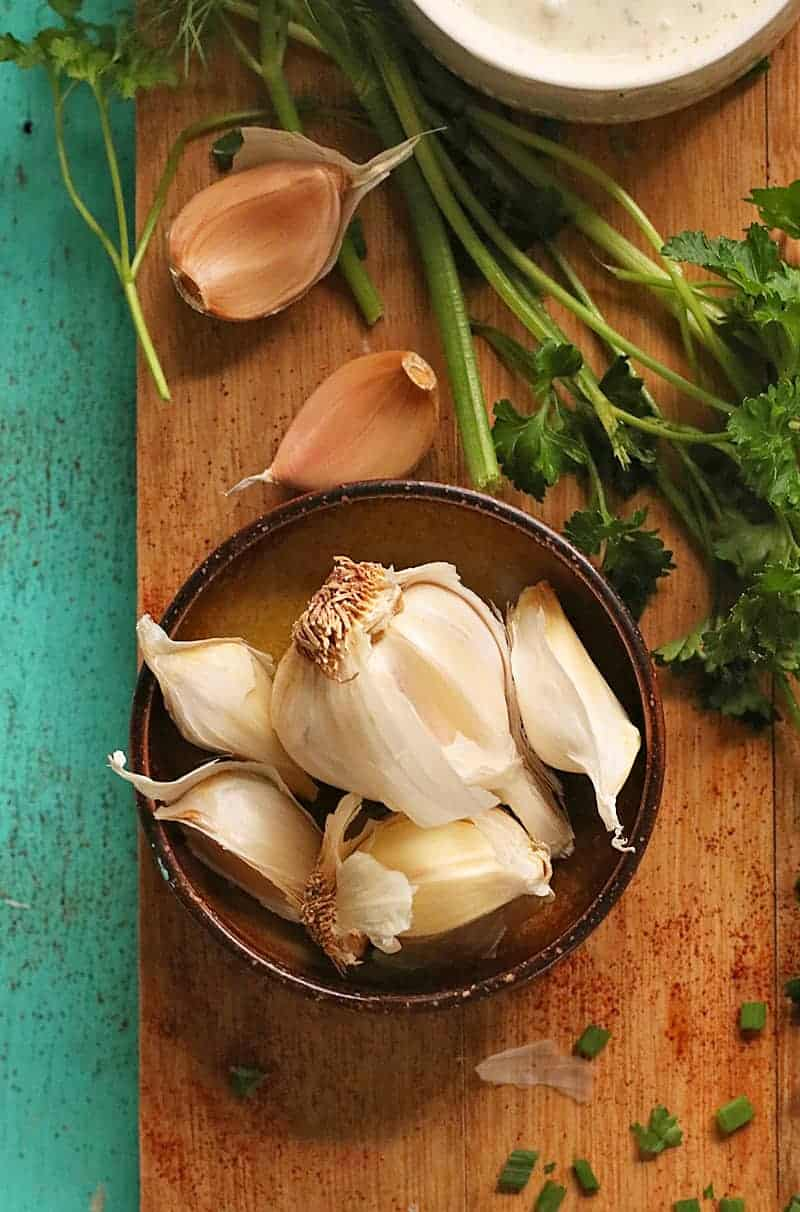Garlic bulbs in a bowl