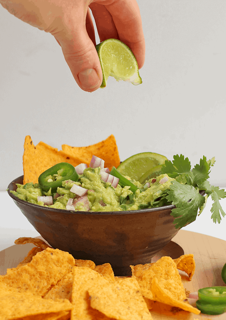 Easy Guacamole with fresh lime juice