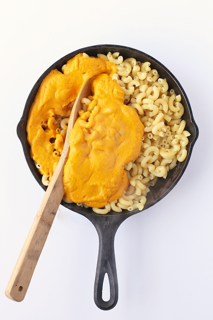 Vegan Baked Macaroni and Cheese in a skillet