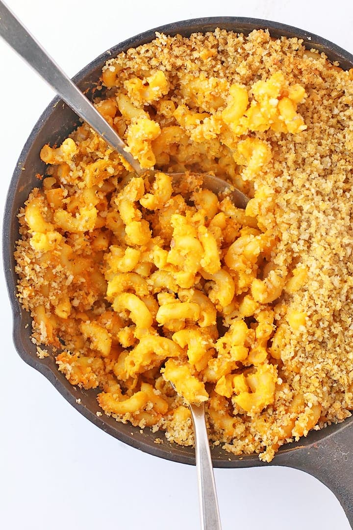 Vegan Baked Macaroni and Cheese in a cast iron skillet