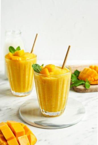 Mango Smoothie (6 Ingredients!)