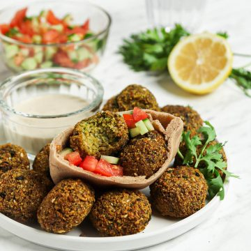 falafel in pita bread with tomato and cucumber