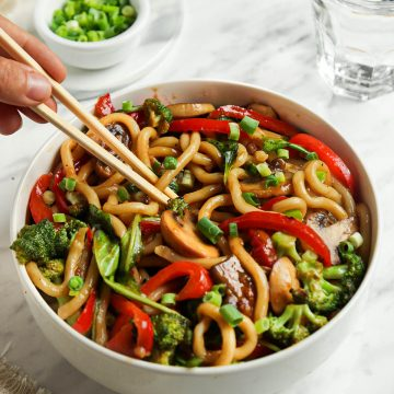 yaki udon with vegetables in bowl