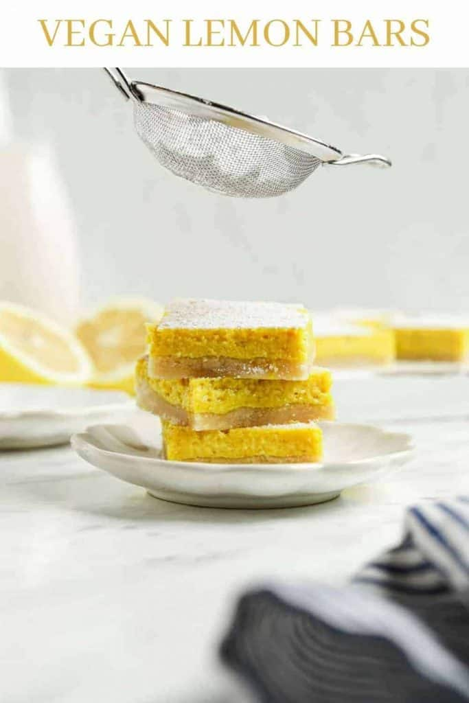 powdered sugar sprinkled over lemon bars